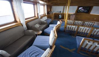 The lounge on the Galapagos Legend