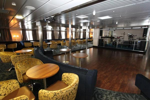Listen to live entertainment in the Nautilus Lounge