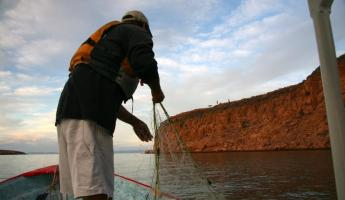 Net fishing on Espiritu Santo