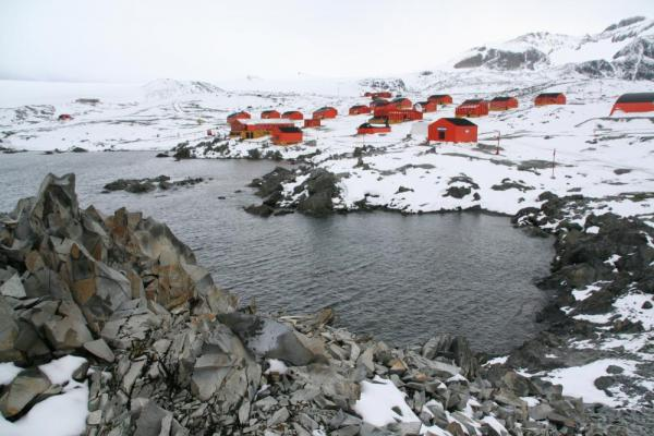 Polar research station