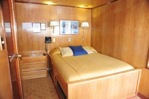 Your comfortable room on the Skorpios II