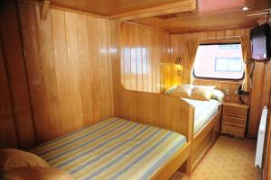 Twin cabin of the Skorpios II