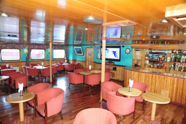 The cheery lounge on the Skorpios II
