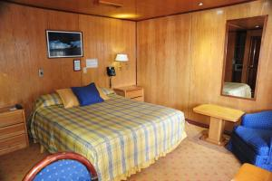 A spacious room on the Skorpios II