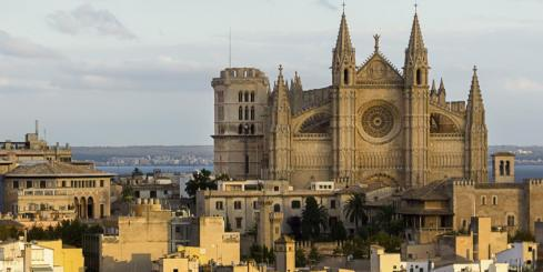 The towering cathedral of Palma de Mallorca
