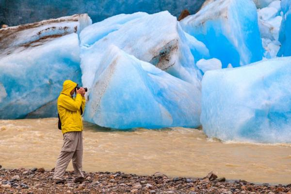 Photographing glaciers