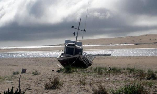 Run aground on sandy beaches