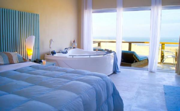 King beds, ocean views, and a jacuzzi - luxury!