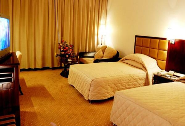 Comfortable guest room at Xiang Dian Hotel