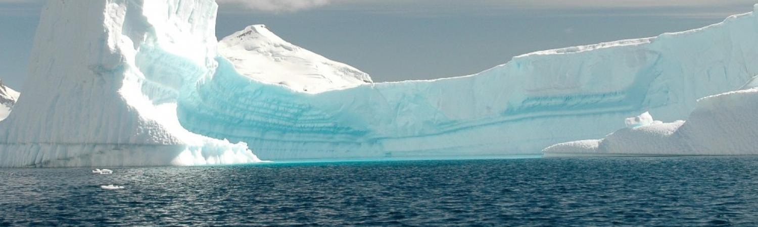 An iceburg curves with the horizon