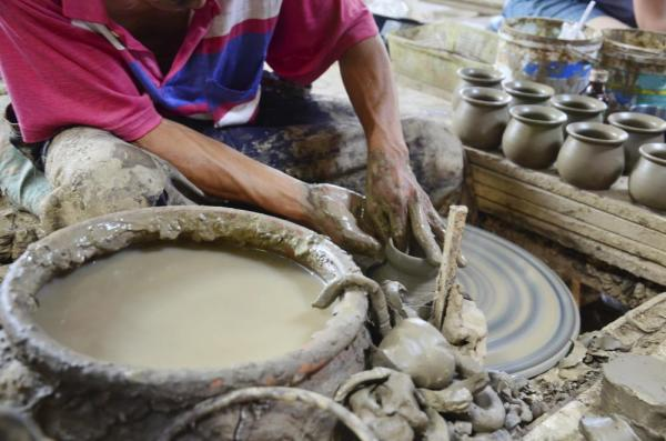 Earthenware being made at Koh Kret Island