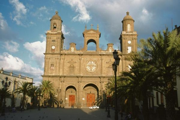 The striking facade of the Las Palmas cathedral