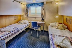 Upper (Lower Berth) Cabin