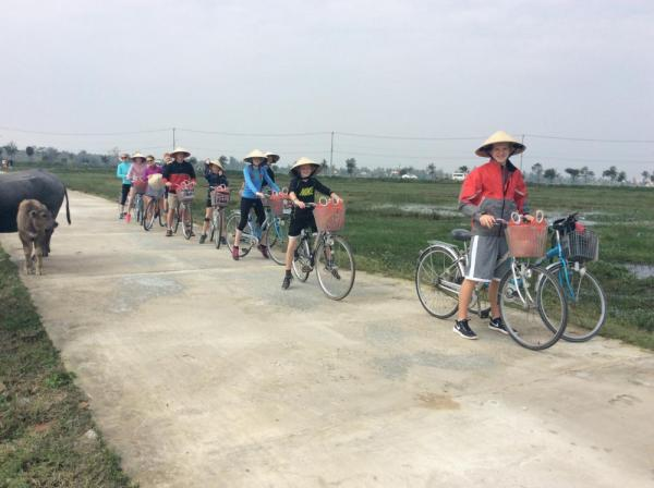 Biking tour through Kon Tum