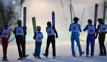 Skiers lined up