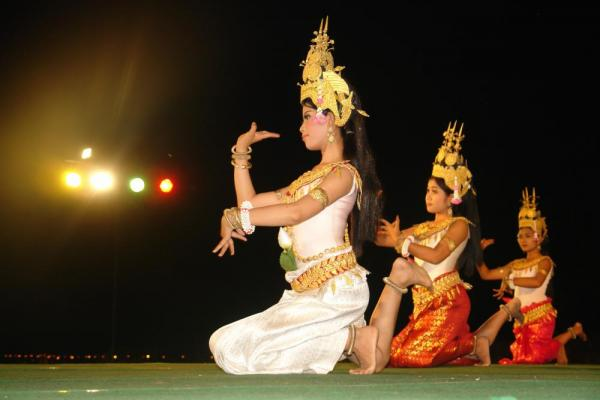 Aspara dancers near the Angkor Wat ruins