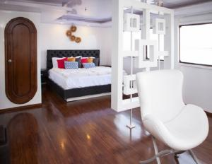 Suite on the Galapagos ship Petrel