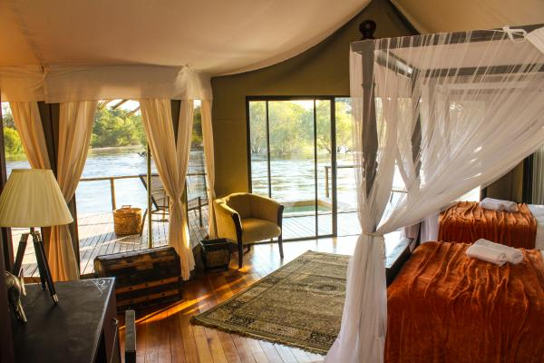 Twin double bedded suite at Zambezi Sands