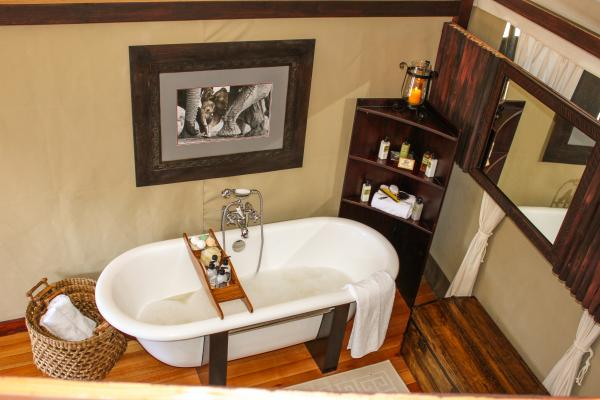 Zambezi Sands bathroom with soak tub