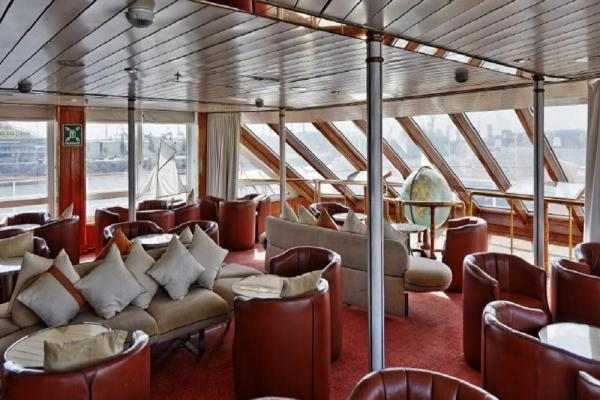 Observation Lounge on the Ocean Diamond